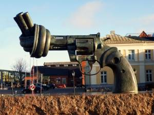 Non Violence-Skulptur in Malmö