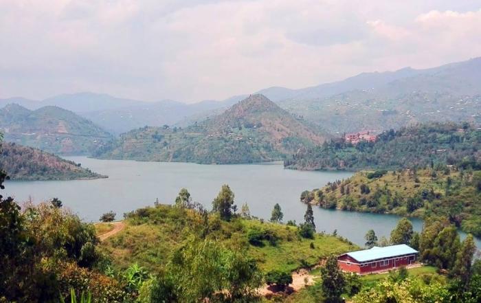 Ruanda Rundreise - Aussicht von Kibuye auf den Lake Kivu