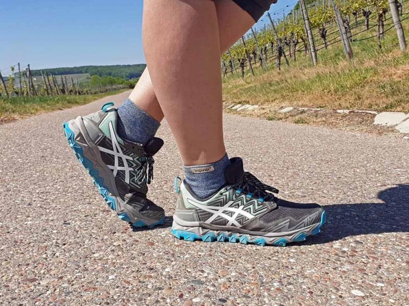 Asics-Gel-Fujitrabuco Trailrunning-Schuhe in den Weinbergen