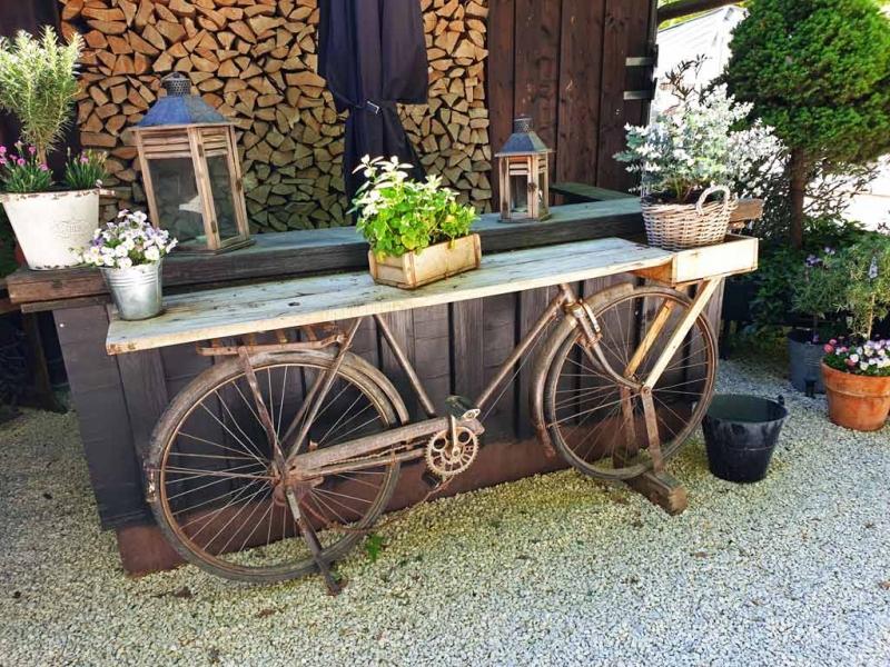 Ein Fahrrad als Deko auf der Heuchelberger Warte